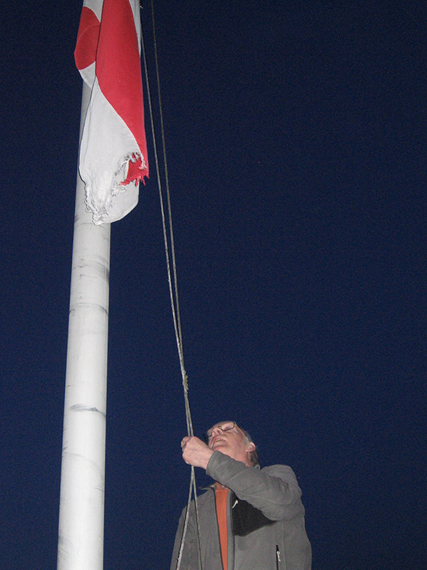 Ian raises the flag610